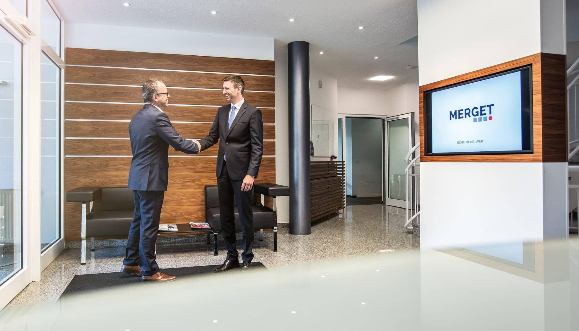 Eingangsbereich der MERGET + PARTNER Steuerberater, Rechtsanwälte, Wirtschaftsprüfer aus Aschaffenburg
