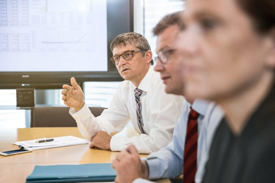Thomas Müller in der Besprechung der Steuerberater, Rechtsanwälte und Wirtschaftsprüfer